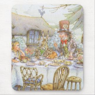 La fiesta del té del sombrerero enojado colorido tapetes de raton