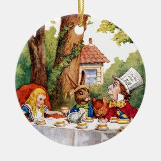 La fiesta del té del sombrerero enojado en el país adorno navideño redondo de cerámica