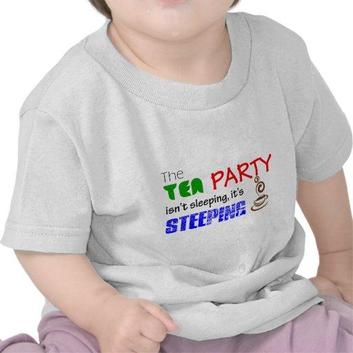 La fiesta del té no está durmiendo él es camiseta
