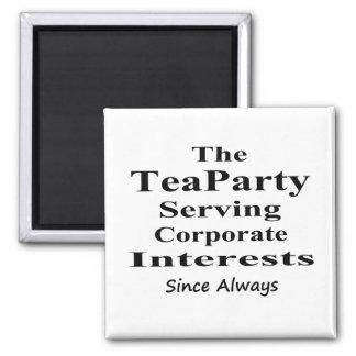 La fiesta del té que sirve intereses corporativos  imán cuadrado