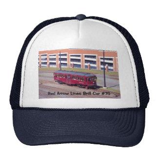 La flecha roja alinea el gorra del coche #76 del