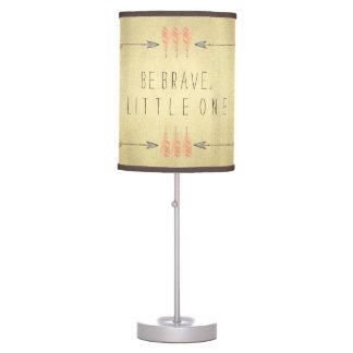 La flecha tribal sea bebé valiente lámpara de mesa