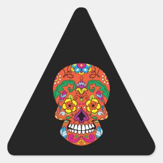 La flor anaranjada observa el cráneo mexicano del pegatina triangular