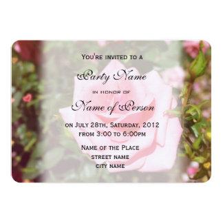 La flor color de rosa rosada preciosa toda va de invitación 12,7 x 17,8 cm