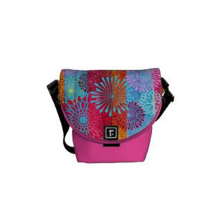 La flor colorida intrépida bonita estalla en rayas bolsas de mensajeria