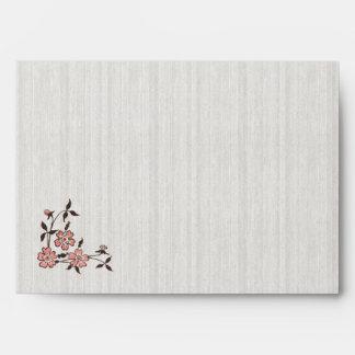 La flor de cerezo del vintage traga el sobre del