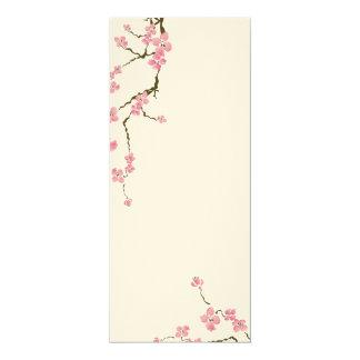 La flor de cerezo florece la invitación