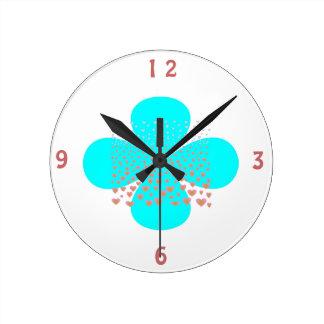 La flor de la aguamarina en White> modeló el reloj