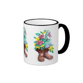 La flor de Mukluk patea la taza de la taza de café
