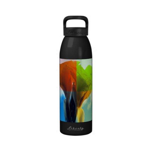 La flor del arte pop en diverso color quads mirada botella de agua reutilizable