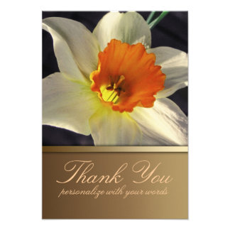 La flor del narciso le agradece observar invitacion personalizada