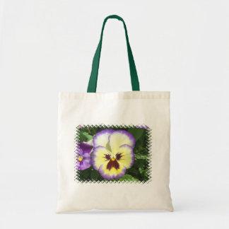 La flor del pensamiento representa la pequeña bolsa tela barata