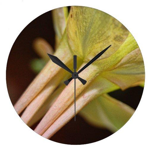 La flor detalla el reloj