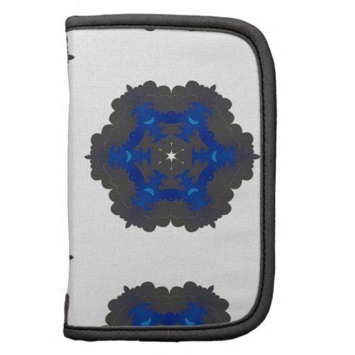 La flor mullida gris y azul circunda el modelo planificador