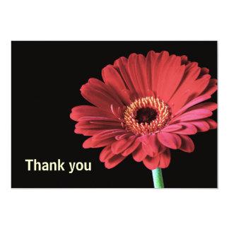 """La flor roja del Gerbera le agradece cardar la Invitación 5"""" X 7"""""""