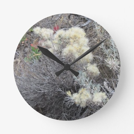 La flora de Slough de la presa del castor florece  Reloj De Pared