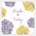 La floración púrpura y amarilla estalla el sello d