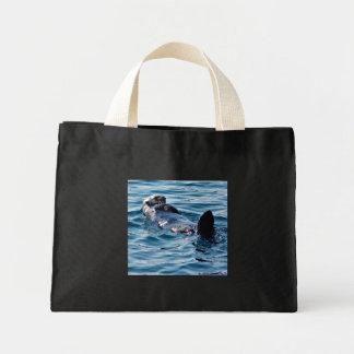 La flotación linda de la nutria de mar recicla el  bolsa tela pequeña