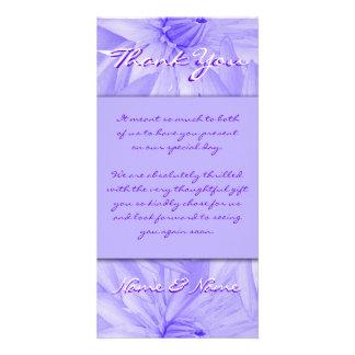 La foto carda la plantilla - lillies púrpuras adap plantilla para tarjeta de foto