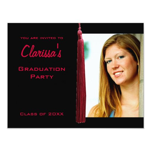"""La foto carmesí moderna de la graduación de Tassle Invitación 4.25"""" X 5.5"""""""