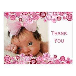 La foto de la niña de las flores del rosa le tarjeta postal