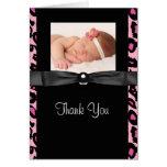 La foto del bebé del leopardo de las rosas fuertes felicitación