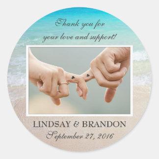 La foto del boda del océano le agradece favorecer pegatina redonda