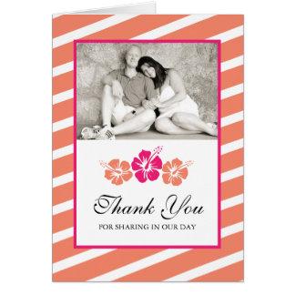 La foto del boda le agradece cardar con las flores tarjeta pequeña