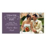 La foto púrpura elegante del boda le agradece las  tarjeta fotografica