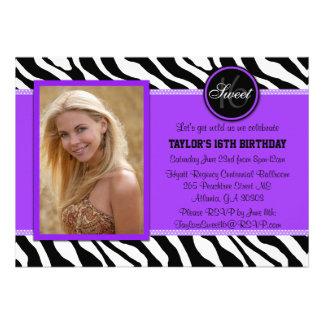 La foto púrpura y negra elegante del estampado de  invitación