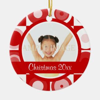 La foto retra del navidad personaliza adorno redondo de cerámica