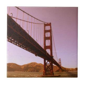 La foto rosada de puente Golden Gate del vintage c Azulejo Cerámica