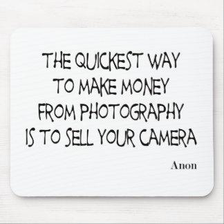 La fotografía cita el mousepad