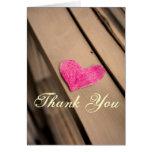 La fotografía de papel del corazón le agradece car tarjetón