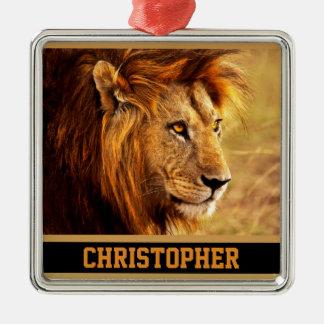 La fotografía noble del león adorno navideño cuadrado de metal