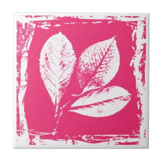 La frambuesa deja el grabar en madera en rosa y bl tejas  cerámicas