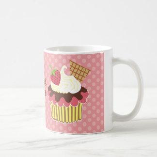 La fresa y azotó la taza poner crema de la magdale