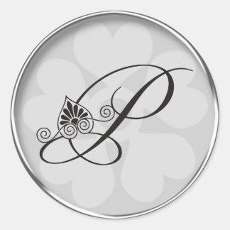 La frontera de plata remolina el monograma P Pegatina Redonda
