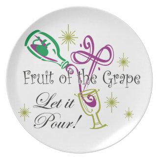 ¡La fruta del vino rojo de la uva, lo dejó vierte! Plato