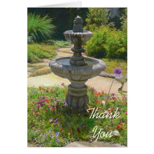La fuente del jardín le agradece observar la tarjeta pequeña