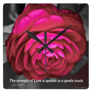 La fuerza del amor se habla… reloj cuadrado