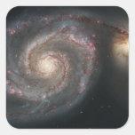 La galaxia del torbellino (M51) y galaxia del Calcomanía Cuadrada