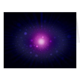 La galaxia púrpura azul del espacio protagoniza el tarjeta de felicitación grande
