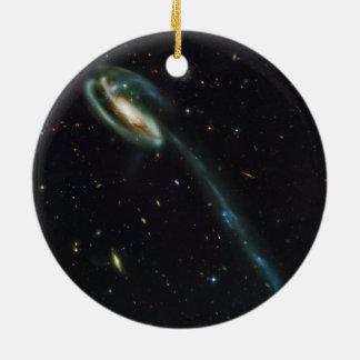 La galaxia UGC 10214 del Tadpole Adorno Redondo De Cerámica