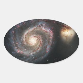 La galaxia un 51a más sucio NGC 5194 de Whirlpool Pegatina Ovalada