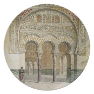 La galería de la corte de leones en Alhambra, Plato