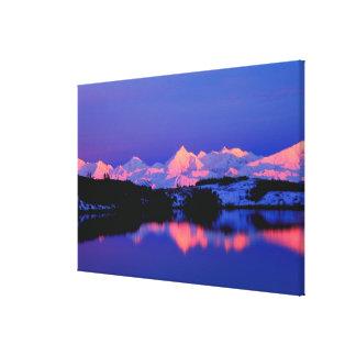 La gama de Alaska está adyacente a Mt. Denali, Impresiones En Lona Estiradas