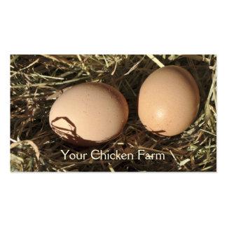La gama libre eggs en una cama del heno tarjetas de visita