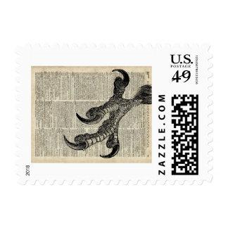 La garra de Eagle agarra el ejemplo de la página Sello Postal