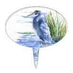 La garza de gran azul vadea en el pantano figura de tarta